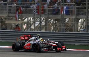 Jenson Button és Sergio Perez kemény küzdelme Bahreinban  Fotó: Glenn Dunbar/McLaren