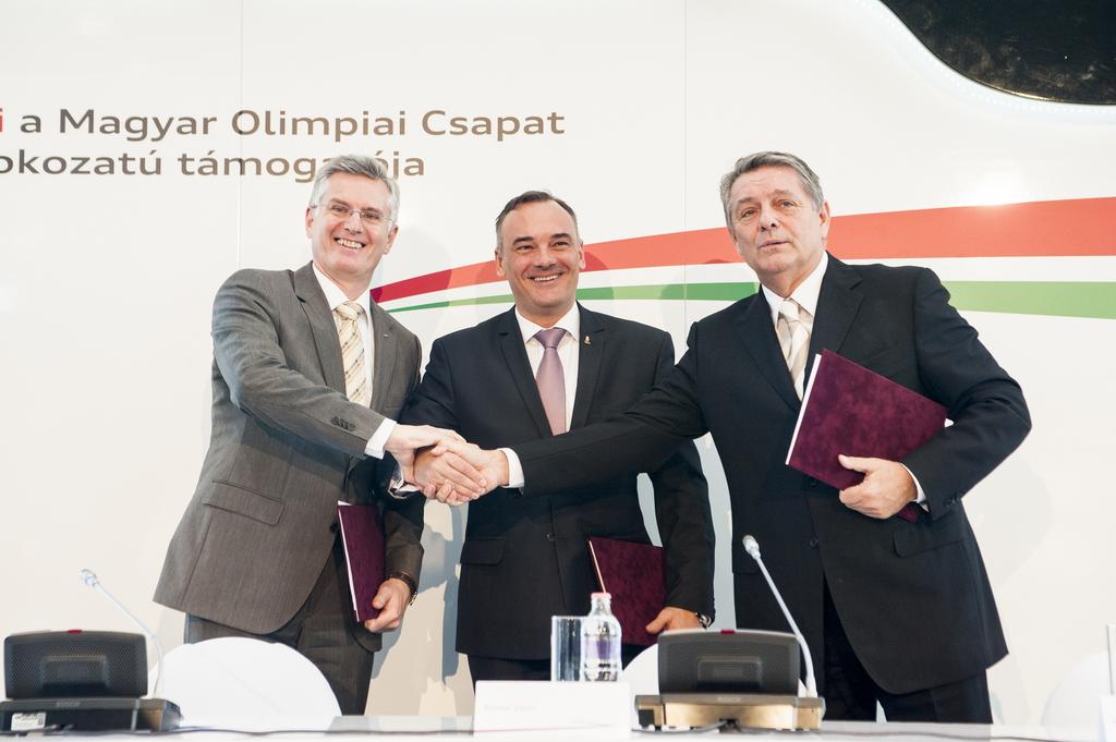 Az öt karika együttműködése a négy karikával: az AUDI HUNGARIA MOTOR Kft. és az Audi márka magyarországi képviselete arany fokozatú támogatóként Audi A4 Avant és A3 modelleket biztosít a Magyar Olimpiai Bizottságnak.