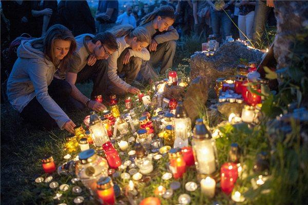 29-én gyertyagyújtással emlékeztek az eltűnt hegymászókra Budapesten