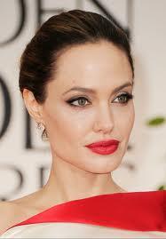 Nem kis megdöbbenést okozott Angelina Jolie, amikor 2 hete, bejelentette, hogy amputálták  melleit