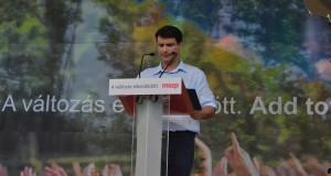 Mesterházy Attila miniszterelnök jelölt a munka ünnepén a Népligetben
