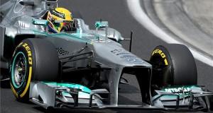 Az edzéselső Lewis Hamilton, a Mercedes csapat brit versenyzője a Forma-1-es Magyar Nagydíj időmérőjén a mogyoródi Hungaroringen 2013. július 27-én.