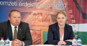 2013-Hungaroring-NKH és Tanpálya-szerződés3