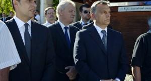Orbán Viktor miniszterelnök (j), Tarlós István főpolgármester (k) és Lázár János, a Miniszterelnökséget vezető államtitkár Gyarmati Dezső vízilabdázó temetésén a Farkasréti temetőben 2013. szeptember 4-én. Gyarmati Dezső háromszoros olimpiai bajnok vízilabdázó, a Nemzet Sportolója 85 éves korában hunyt el 2013. augusztus 18-án.