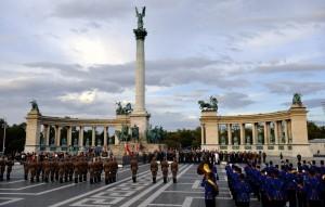 Megérkeztek Budapestre a NATO vezérkari fõnökei