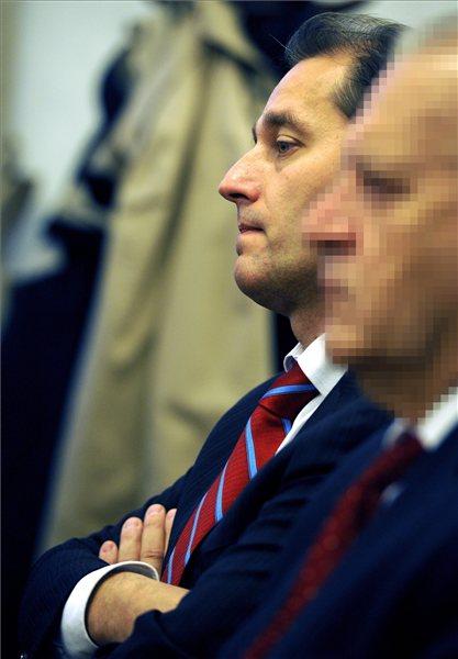 Budapest, 2013. október 15. Hunvald György volt erzsébetvárosi szocialista polgármester az ellene és társai ellen mintegy 50 millió forintos kárt okozó hűtlen kezelés miatt indult büntetőper tárgyalásán a Pesti Központi Kerületi Bíróság tárgyalótermében 2013. október 15-én. A bíróság elsőfokú ítéletével minden vádlottat felmentett a Hunvald György és Weinek Leonárd volt szabad demokrata zuglói polgármester, valamint hat társuk ellen indult perben. MTI Fotó: Földi Imre