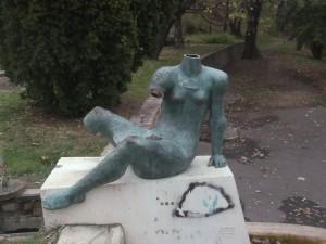 Gellérthegy  Fürdőző lány szobor rongálása 2013.11.04. 006