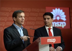 Bajnai Gordon, az Együtt-PM szövetség vezetője (b) és Mesterházy Attila, a Magyar Szocialista Párt (MSZP) elnöke sajtótájékoztatót tart az MSZP választmányi ülése után a szocialisták Jókai utcai székházában 2013. november 23-án. MTI Fotó: Bruzák Noémi
