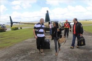 D_MTI20131115001  Naval, 2013. november 15. Szilágyi Béla (j), a Baptista Szeretetszolgálat alelnöke fogadja 2013. november 15-én Cebu repülőterén a 29 éves magyar állampolgárt, D. Gábort (b) és fülöp-szigeteki feleségét, akiket Biliran sziget Naval településéről hozott ki helikopterrel helyi idő szerint 8.45-kor Pavelcze László (j2), a Baptista Szeretetszolgálat veszélyhelyzet-kezelési igazgatója a tájfun miatt jelenleg is elzárt szigetről. MTI Fotó: Baptista Szeretetszolgálat/Lukács Csaba