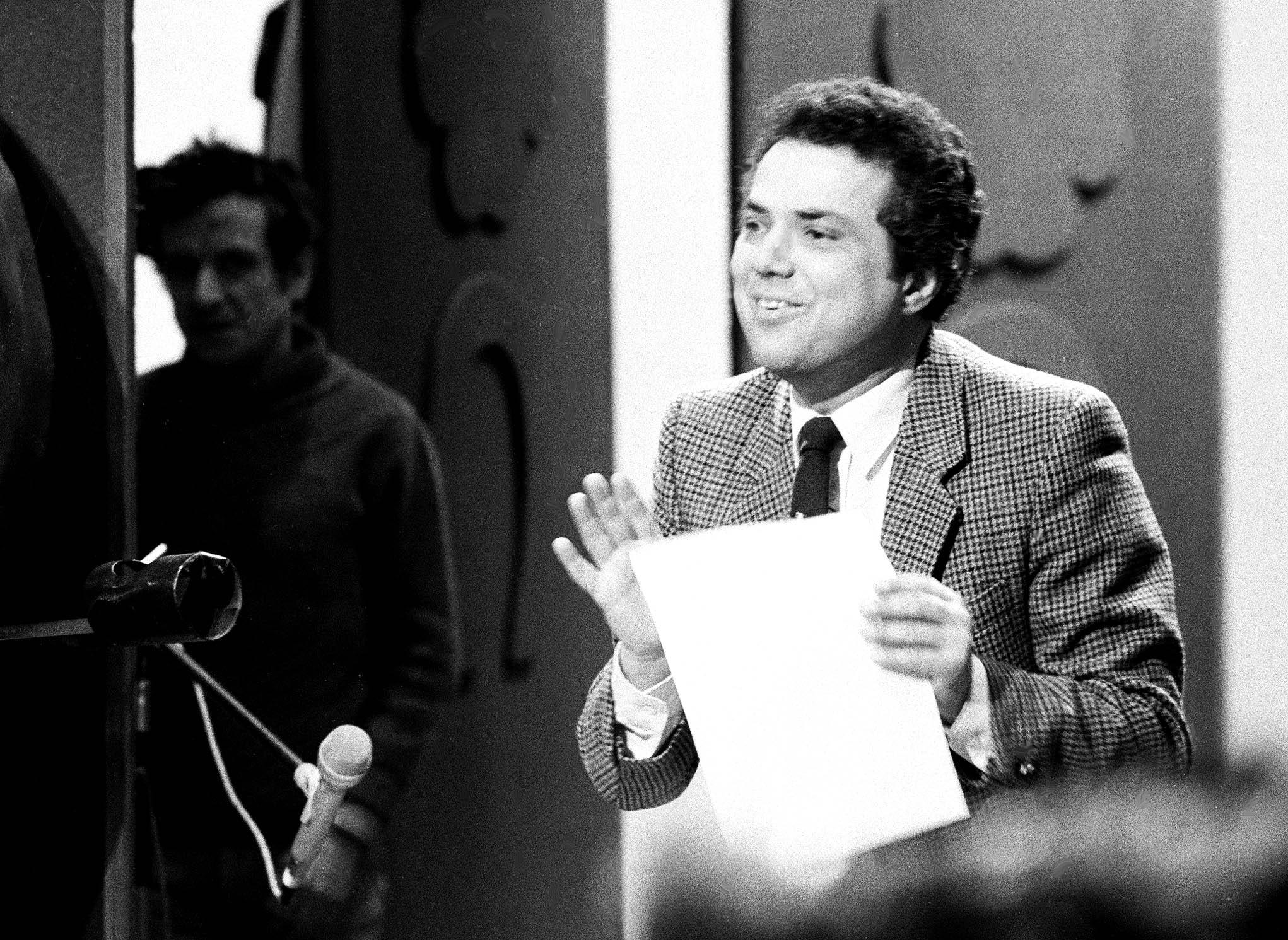 Budapest, 1986. február 4. Rózsa György újságíró, tv-mûsorvezetõ-szerkesztõ, producer, 1947. október 7-én született Budapesten. A képen: Rózsa György a Legyen szerencsénk címû televíziós sorozatmûsor mûsorvezetõ-szerkesztõje. MTI Fotó: Hámor Szabolcs