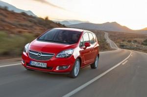 •Friss designnal jött ki a népszerű kis egyterű •Euro 6-os motorválaszték, benne az új generációs 1.6 CDTI •Az első dízeles egyterű 100 g alatti CO2-vel és mindössze 3.8 liter/100 km-rel •Integrálja az okostelefont az Opel új IntelliLink infotainment rendszere •Flexibilitás és ergonómia a Meriva fő sikertényezője •Bővült a biztonsági- és komfort alapfelszerelés •Független értékelések szerint abszolút első a minősége és vevőinek elégedettsége