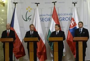 Bohuslav Sobotka cseh, Donald Tusk lengyel, Orbán Viktor magyar és Robert Fico szlovák miniszterelnök (b-j) a rendkívüli visegrádi miniszterelnöki csúcstalálkozót követően tartott sajtótájékoztatón az Országház Delegációs termében 2014. január 29-én. MTI Fotó: Bruzák Noémi
