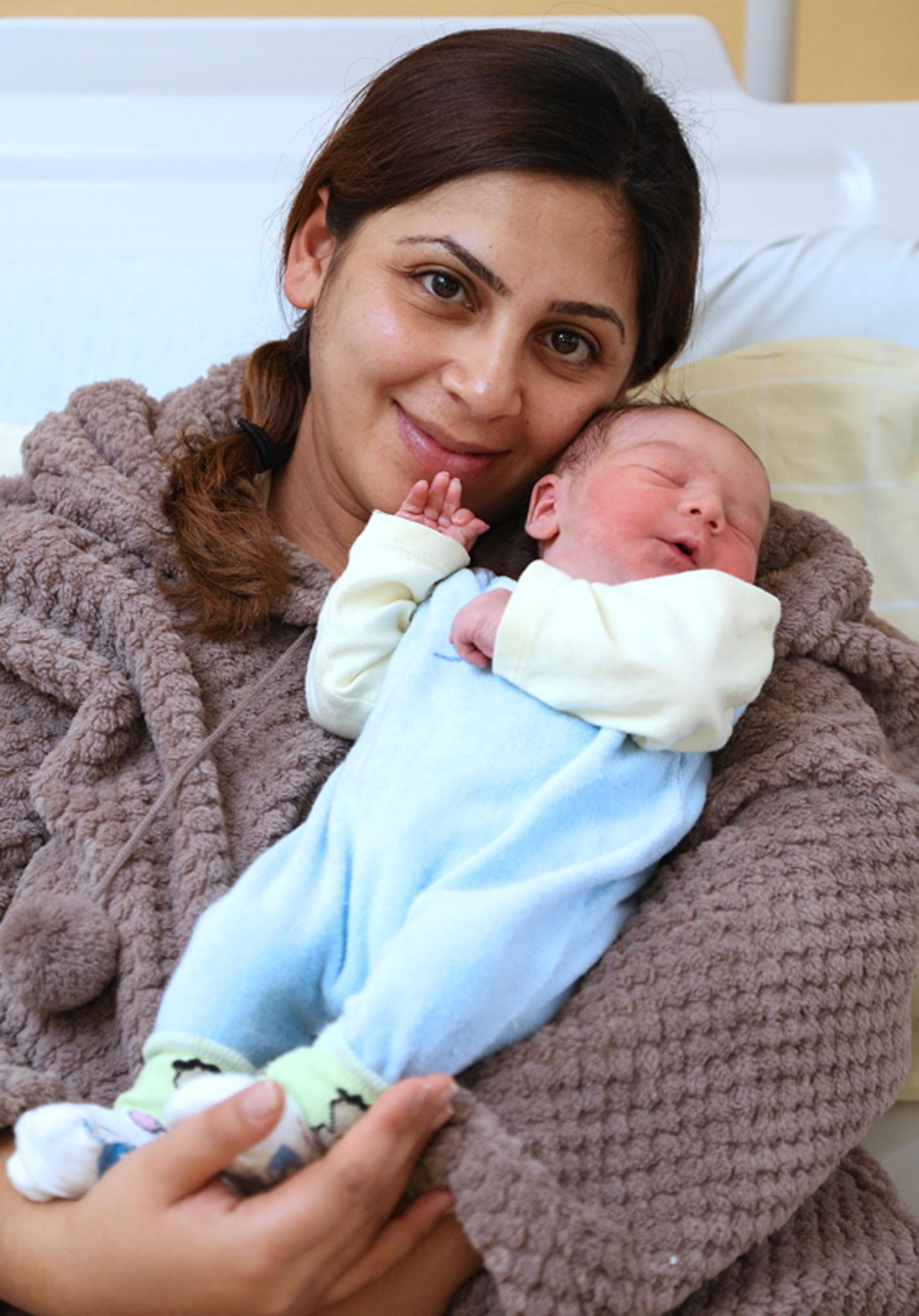 2014 első bécsi babája, Levin és anyukája