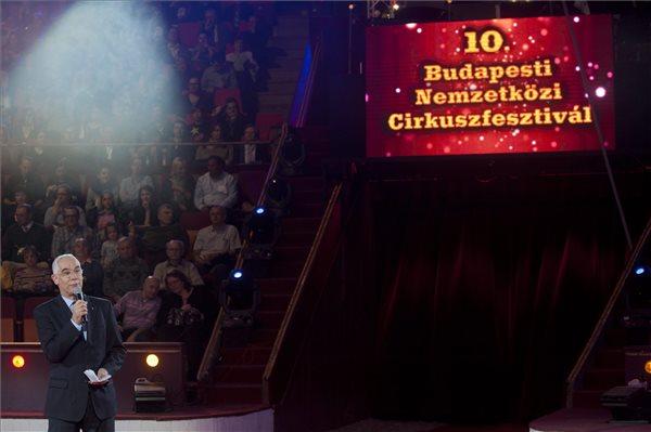 Balog Zoltán, az emberi erőforrások minisztere a 10. Budapesti Nemzetközi Cirkuszfesztivál díjátadó ünnepségén a Fővárosi Nagycirkusz porondján 2014. január 13-án. MTI Fotó: Kallos Bea