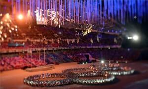 A perspektívakorrekciós objektívvel készült felvételen a 2014-es szocsi téli olimpia záróünnepségének egyik jelenete a szocsi Fist Olimpiai Stadionban 2014. február 23-án. MTI Fotó: Illyés Tibor