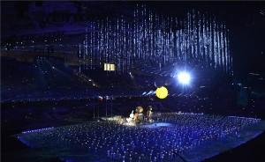 A 2014-es szocsi téli olimpia kabalaállatai, a mezei nyúl, a jegesmedve és a hópárduc figurája a 2014-es szocsi téli olimpia záróünnepségén a szocsi Fist Olimpiai Stadionban 2014. február 23-án. MTI Fotó: Illyés Tibor
