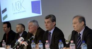 Éger István, a Magyar Orvosi Kamara (MOK) elnöke (j2), mellette Kováts Attila (j3) és Gerle János (j) alelnökök, valamint Pataki Zsolt (b) és Hollós Gábor (b2), titkárok a MOK küldöttközgyűlése utáni sajtótájékoztatón a Dürer Rendezvényházban 2014. február 15-én. MTI Fotó: Bruzák Noémi