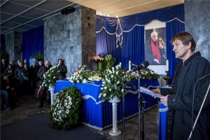 Cserhalmi György színművész beszédet mond Jancsó Miklós temetésén a Fiumei úti sírkertben. A kétszeres Kossuth-díjas, világhírű magyar filmrendező életének 93. évében 2014. január 31-én hunyt el. MTI Fotó: Mohai Balázs