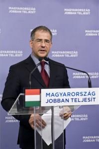 Budapest, 2014. február 8. Kósa Lajos, a Fidesz ügyvezető alelnöke sajtótájékoztatót tart a Képviselői Irodaházban 2014. február 8-án. Elfogadta a Fidesz választmánya a kormánypártok országos listáját, amelyet Orbán Viktor pártelnök-miniszterelnök vezet az április 6-i parlamenti választáson. MTI Fotó: Kallos Bea