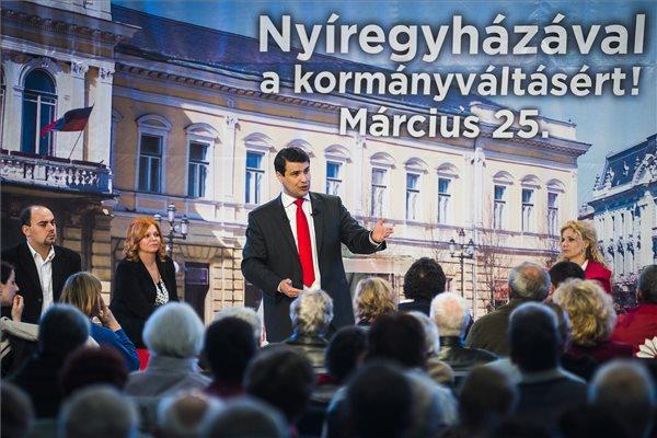 Mesterházy Attila, a kormányváltó erők miniszterelnök-jelöltje beszédet mond a Nyíregyházi Főiskolán tartott lakossági fórumon 2014. március 25-én. MTI Fotó: Balázs Attila