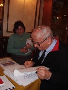 Réti György könyveit dedikálta az est után
