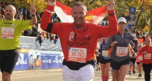 Koko egyik korábbi futóversenyén_vagott