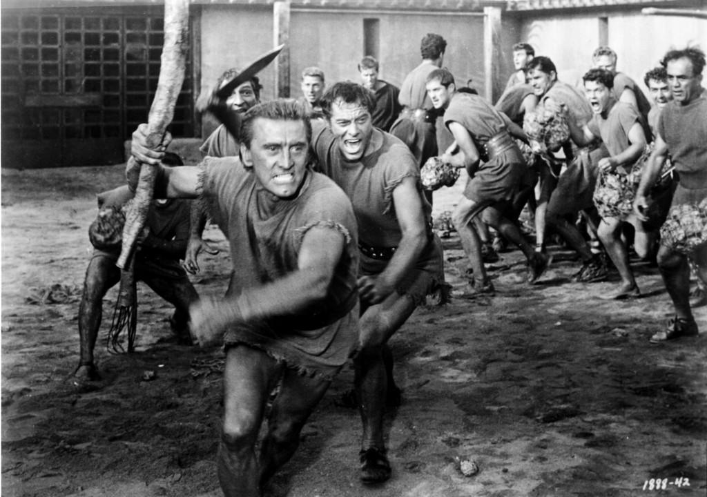 Az esti főprogramban egy örökzöld szuperprodukciót, a Spartacust láthatjuk. A sztárokat felvonultató mozi főszereplője az egykori trák fejedelemből lett gladiátor, Spartacus (Kirk Douglas). Az általa vezetett rabszolgafelkelés felforgatta a római birodalmat, a főhős bukását intrikák, cselszövések okozták (M1 21.40).