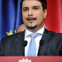 Mesterházy Attila, az MSZP elnöke sajtótájékoztatót tart a párt Jókai utcai székházában az európai parlamenti választás napján, 2014. május 25-én. A pártelnök bejelentette, hogy az elnökség felajánlja a lemondását. MTI Fotó: Kovács Attila