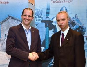 A képen balról jobbra Kovács Balázs, az MT Zrt ausztriai képviselője és Pfliegler Péter, Miskolc mj. város alpolgármestere a bécsi gazdasági fórumon