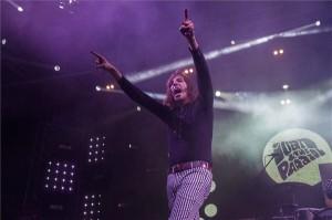Vitáris Iván énekes az Ivan & the Parazol együttes koncertjén a soproni Volt Fesztivál nulladik napján 2014. július 1-jén este. MTI Fotó: Nyikos Péter
