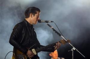 Alex Turner, a brit Arctic Monkeys együttes énekes-gitárosa a soproni Volt Fesztivál zárónapján, 2014. július 6-án. MTI Fotó: Mohai Balázs