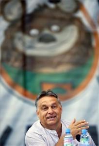 Orbán Viktor miniszterelnök a 25. Bálványosi Nyári Szabadegyetem és Diáktáborban tartott előadásán az erdélyi Tusnádfürdőn 2014. július 26-án. MTI Fotó: Beliczay László