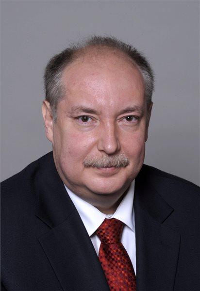 A 2010. május 18-án készült felvételen Kiss Péter, volt kancelláriaminiszter. Kiss Péter hosszan tartó súlyos betegség után, 55 éves korában elhunyt. MTI Fotó: Illyés Tibor