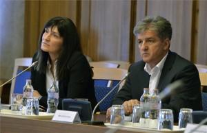 A Nemzetbiztonsági Szakszolgálat főigazgatói pozíciójára jelölt Szabó Hedvig és Tasnádi László, a Belügyminisztérium rendészeti államtitkára a jelölt meghallgatásán az Országgyűlés nemzetbiztonsági bizottságának ülésén 2014. július 21-én. MTI Fotó: Máthé Zoltán