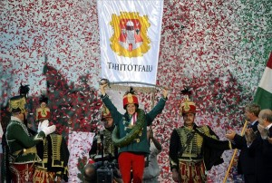Az első helyezett Molnár Gyöngyi, Tahitótfalu lovasa a Nemzeti Vágta eredményhirdetésén Budapesten, a Hősök terén 2014. szeptember 21-én. MTI Fotó: Beliczay László