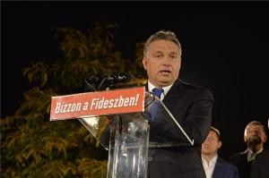 Orbán Viktor miniszterelnök a Fidesz-KDNP önkormányzati választási eredményváróján a budapesti Bálna kereskedelmi, kulturális és szórakoztató központban 2014. október 12-én. MTI Fotó: Koszticsák Szilárd