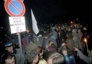 Külkapcsolat - Tüntetés a román követség elõtt