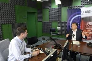 Orbán Viktor miniszterelnök a Magyar Rádió stúdiójában, ahol interjút adott a Kossuth Rádió 180 perc című műsorának 2014. november 14-én. MTI Fotó: Soós Lajos