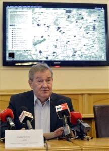 Gaskó István, a LIGA Szakszervezetek elnöke beszél a december 15-i félpályás útlezárás részleteiről tartott sajtótájékoztatón Budapesten 2014. december 14-én. A szakszervezetek a kormány munkavállalókat hátrányosan érintő intézkedései, köztük a korkedvezményes nyugdíj eltörlése és a cafeteria többletadóterhei ellen tiltakoznak. MTI Fotó: Illyés Tibor