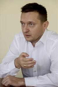 Rogán Antal, a Fidesz parlamenti frakciójának vezetője interjút ad a Magyar Távirati Iroda újságírójának a Képviselői Irodaházban 2014. december 22-én. MTI Fotó: Koszticsák Szilárd Azonosító: D_KOS20141222004 -- Kép megjelenítéseKép letöltése