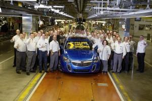 ◾A Rüsselsheimben készült jubileumi autó egy Arden kék OPC Sports Tourer ◾Tovább fokozza az Opel zászlóshajójának vonzerejét a legújabb technika