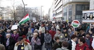 Korrupcióellenes tüntetésen Budapesten, az Erzsébet téren 2015. március 8-án. MTI Fotó: Szigetváry Zsolt