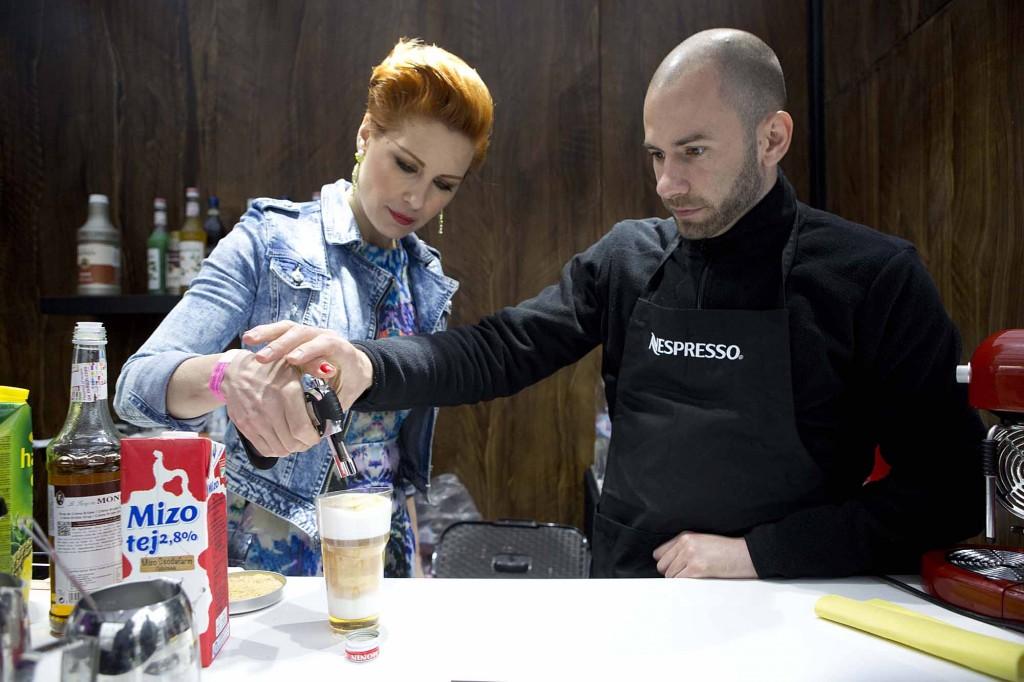 Orosz Barbi creme brulle lattet készít