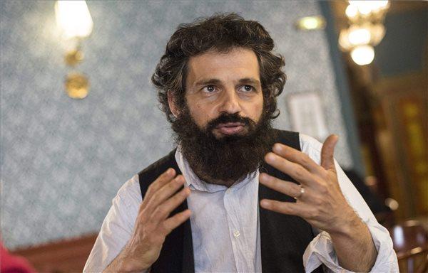 öhrig Géza, a Saul Auslander szerepét alakító színész a Cannes-i Filmfesztivál versenyprogramjában szereplő, Nemes Jeles László rendezte Saul fia című film főszereplője interjút az Uránia Nemzeti Filmszínházban a film sajtóbemutatója után 2015. május 22-én.