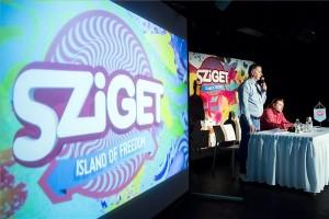 Kardos József programigazgató (b) és Gerendai Károly főszervező az idei Sziget fesztivál sajtótájékoztatóján a fővárosi A38 Hajón 2015. május 14-én. MTI Fotó: Mohai Balázs