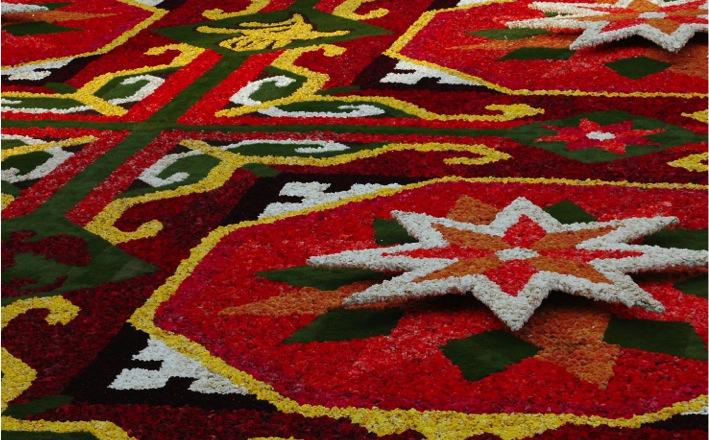 1000 négyzetméternyi virág köszönti a rendkívüli nőket