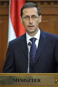 Varga Mihály nemzetgazdasági miniszter a 2016. évi költségvetésről a Parlamentben tartott sajtótájékoztatón 2015. június 23-án. MTI Fotó: Kovács Tamás