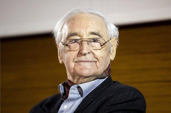 Életének 81. évében elhunyt Czeizel Endre orvos-genetikus. A felvétel a tudós 80. születésnapja alkalmából rendezett köszöntésen készült Budapesten, a New York Palota egyik rendezvénytermében 2015. április 13-án. MTI Fotó: Mohai Balázs