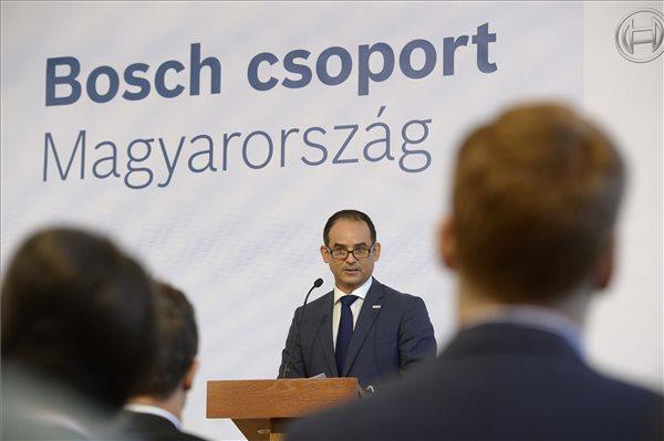 Javier González Pareja, a Robert Bosch Kft. ügyvezető igazgatója, a magyarországi Bosch csoport vezetője beszél a miskolci Robert Bosch Energy and Body Systems Kft. 9,3 milliárd forintos autóipari fejlesztési beruházásának ünnepélyes bejelentésén Budapesten, a Külgazdasági és Külügyminisztériumban, 2015. szeptember 9-én. MTI Fotó: Bruzák Noémi