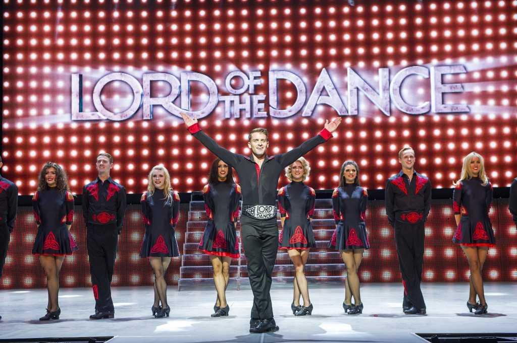Lord of the Dance: Dangerous GamesJames Keegan as Lord of the Dance©Tristram Kenton 08/14(3 Raveley Street, LONDON NW5 2HX TEL 0207 267 5550  Mob 07973 617 355)email: tristram@tristramkenton.com